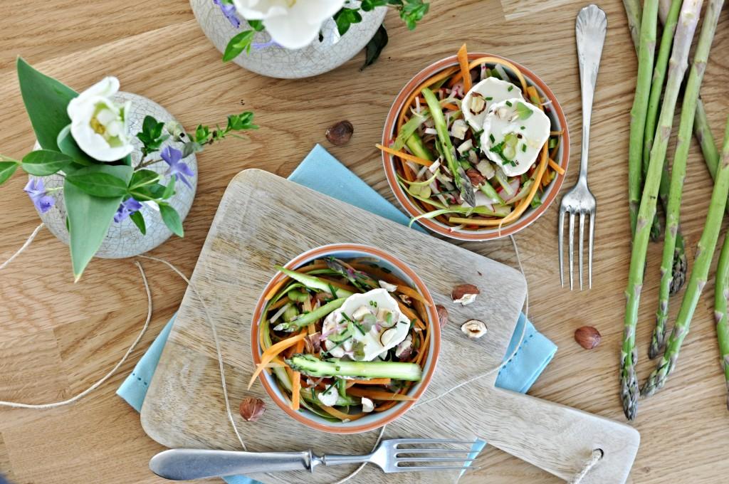 Chřestový salát se zálivkou z vinného octa