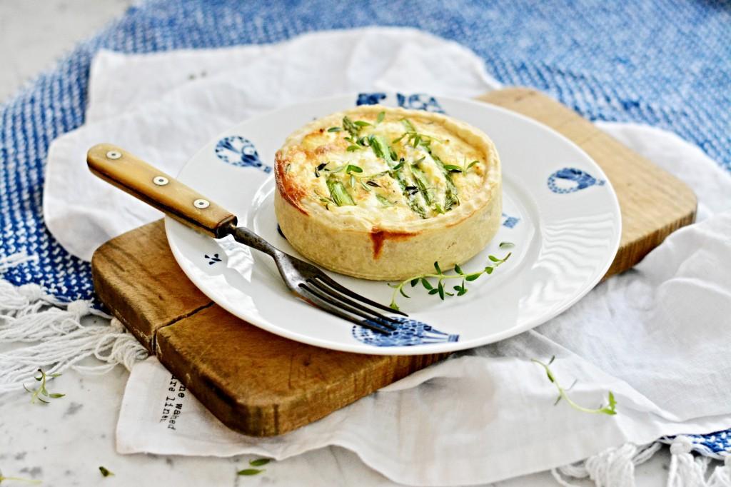 Quiche se zeleným chřestem a kozím sýrem